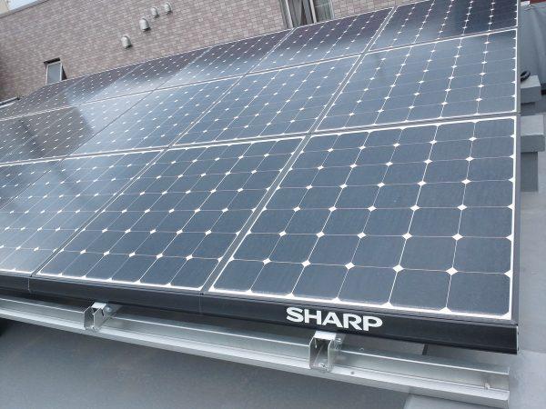 鉄骨3階建てと太陽光発電